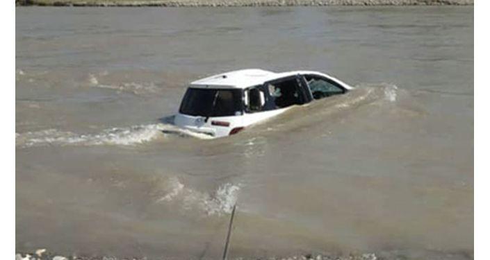 Упавшая в реку машина в Узгенском районе Ошской области