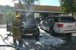 В центре Бишкека сгорела легковая машина, пламя повредило и другое авто