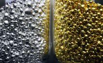 Аффинированное золото и серебро высшей пробы 99,99 процентов чистоты в гранулах. Архивное фото