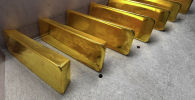 Золотые слитки высшей пробы 99,99 процентов чистоты. Архивное фото