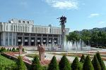 Бишкек шаарында Кыргыз Улуттук филармониясынын имараты. Архив