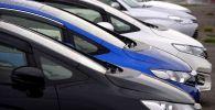 Автомобили выставленные на продажу на рынке. Архивное фото