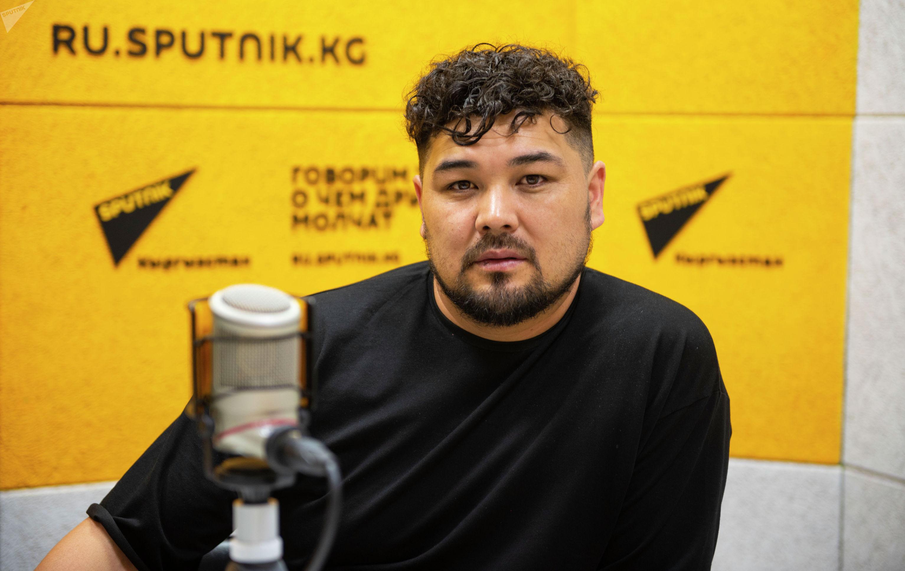 Кыргызский актер Эржан Осмонов в радиостудии Sputnik Кыргызстан