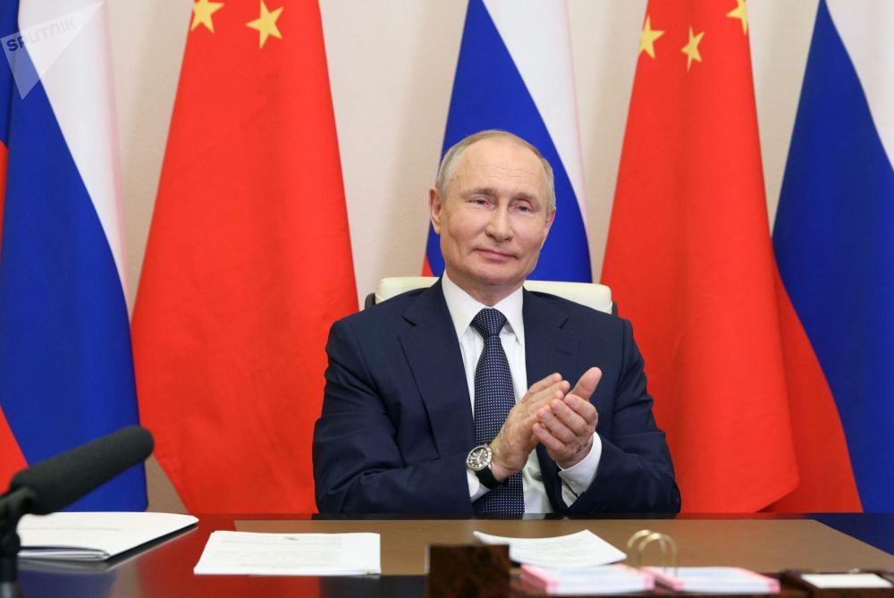Президент РФ Владимир Путин по видеосвязи участвует в запуске новых блоков АЭС в Китае