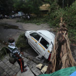 Последствия циклона Тауктае в Мумбаи (Индия). Шторм унес жизни более 20 человек.
