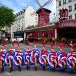 Танцовщицы кабаре Мулен Руж в Париже