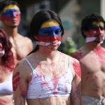 Участники акции против проведения в Колумбии футбольного турнира Copa America. Страна переживает худший политический и гражданский кризис в новейшей истории