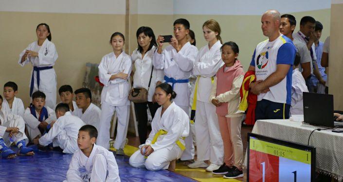 Более 300 спортсменов приняли участие в ежегодном открытом первенстве по каратэ-до среди юниоров в Оше