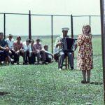 КРдин эл артистинин кинофильминде ата-энесинин арагынан улам ара төрөлгөн чүрпөлөрдүн балдар үйүндөгү жашоосу дагы көрсөтүлгөн