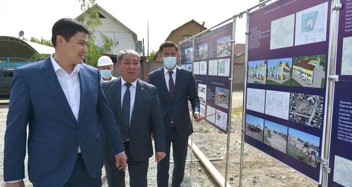 Председатель Кабинета Министров КР Улукбек Марипов принял участие в церемонии закладки капсулы под строительство новой средней общеобразовательной школы в жилом массиве Алтын-Ордо города Бишкек