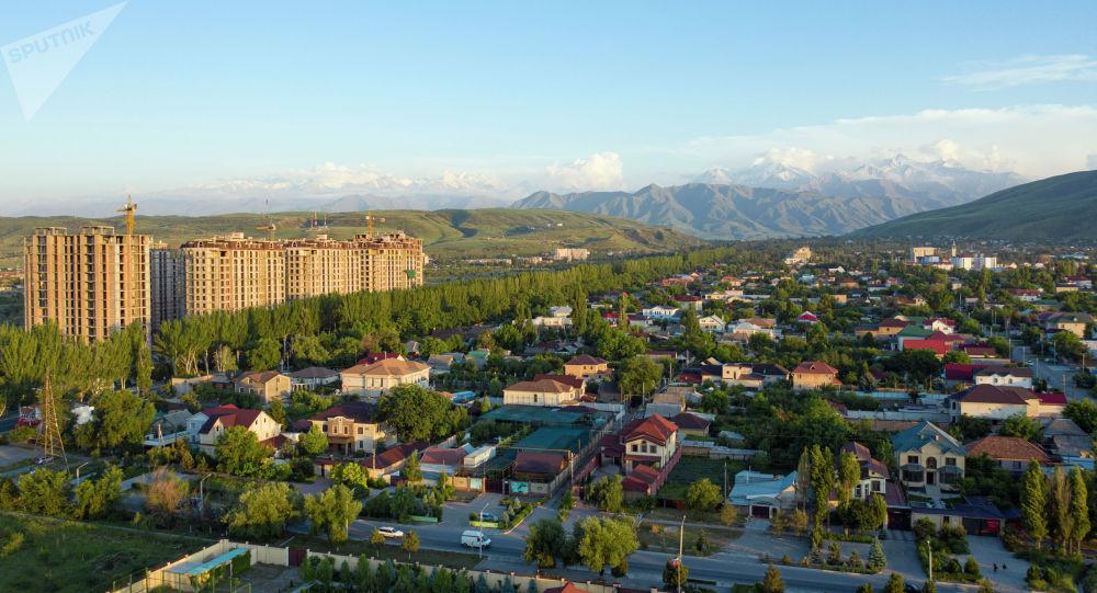 Бишкек шаарынын Ленин районундагы жер там үйлөр. Архивдик сурөт