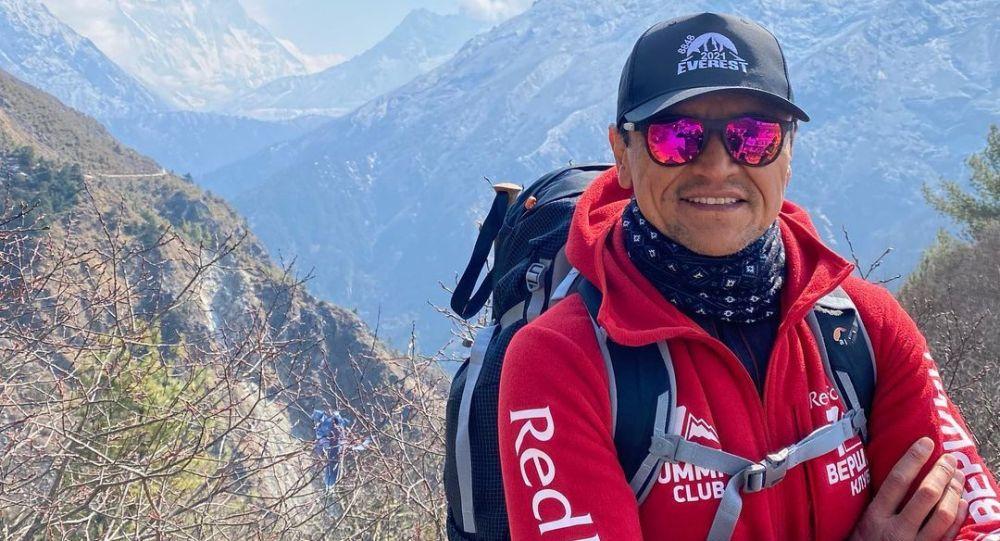 Быйылкы сезондо Эверестке чыгууга уруксат алган 300дөн ашык адамдын арасында кыргызстандык Эдуард Кубатов