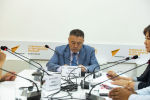 Депутат Жогорку Кенеша Улукбек Ормонов на брифинге в пресс-центре Sputnik Кыргызстан