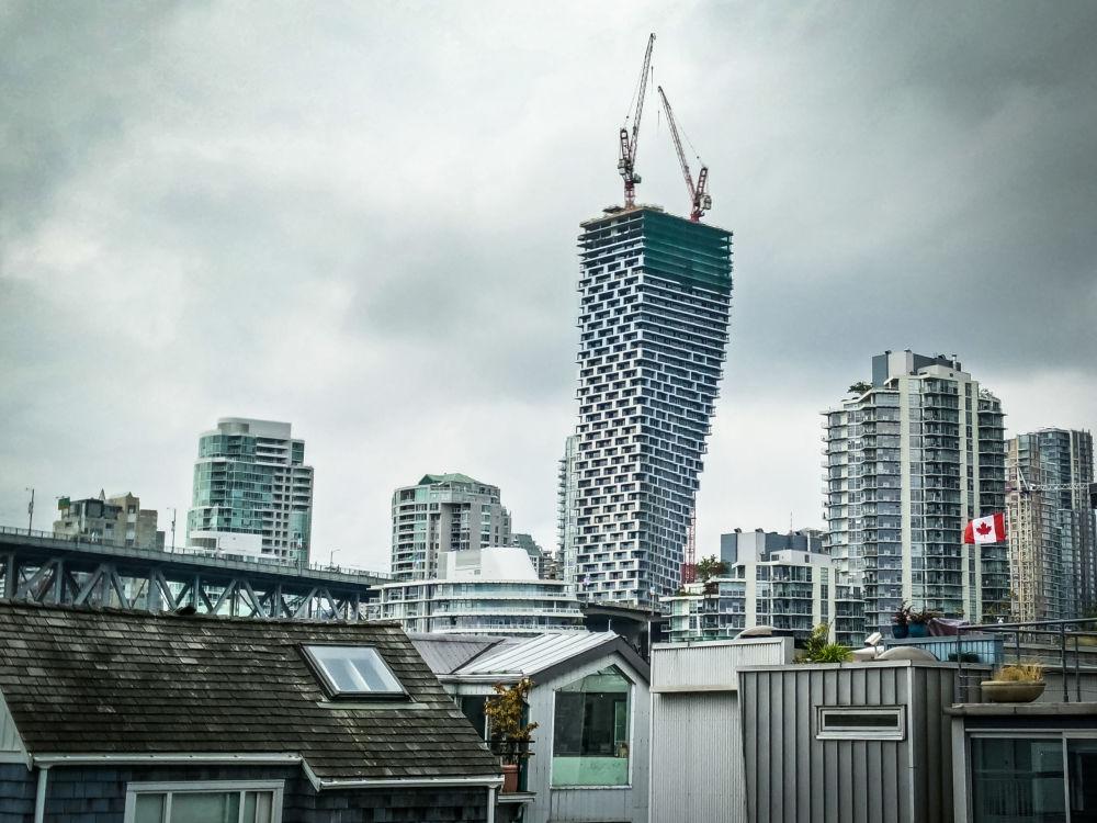 Здание Vancouver House  в Канаде