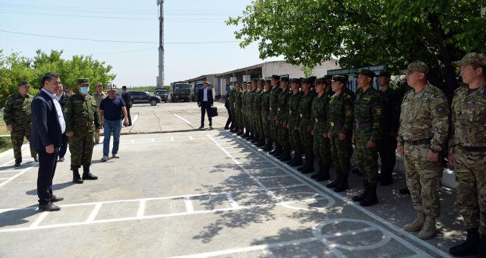 Президент КР Садыр Жапаров во время посещения пограничной заставы Жаны-Жер в Лейлекском районе в рамках рабочей поездки в Баткенскую область