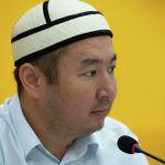 Специалист отдела фатвы Духовного управления мусульман Кыргызстана Бактияр Токтогазы уулу во время круглого стола в пресс-центре Sputnik Кыргызстан