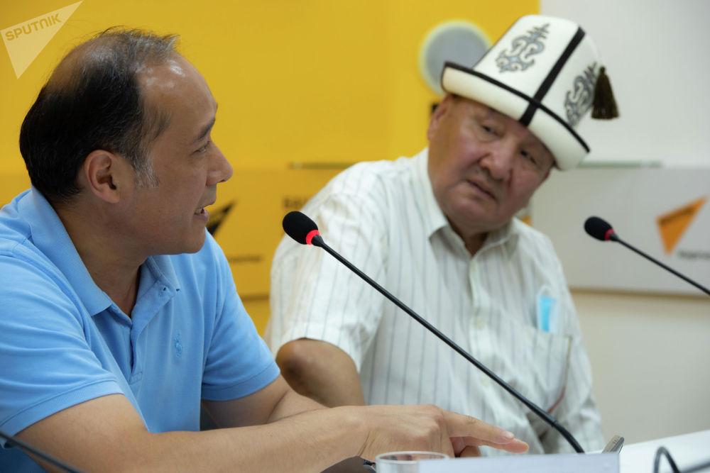 Кыргызовед Мелис Мураталиев во время круглого стола в пресс-центре Sputnik Кыргызстан