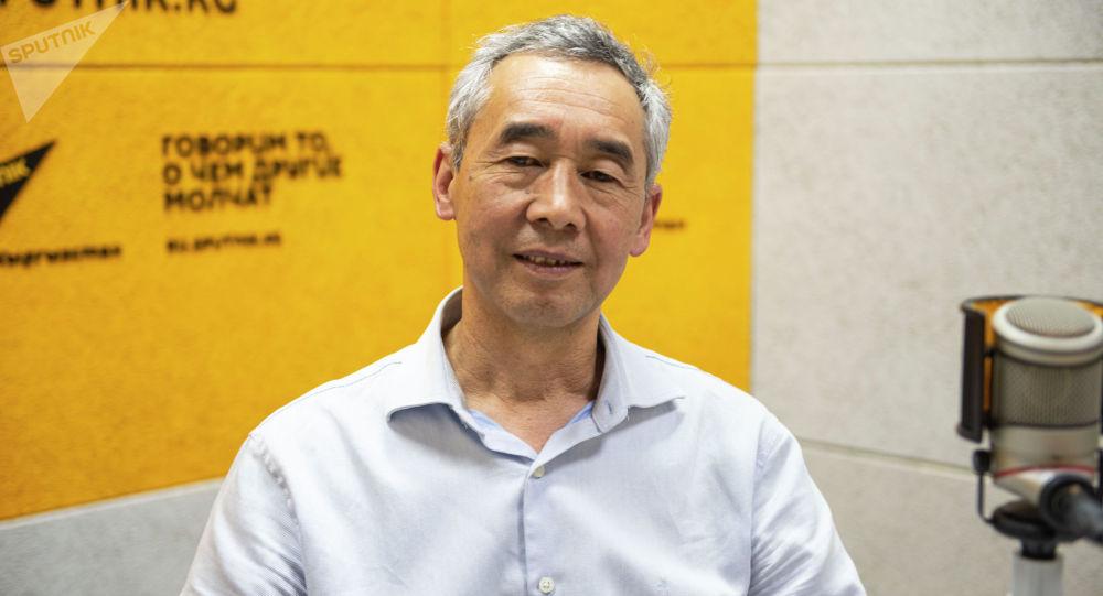 Эксперт по энергоэффективности, инженер Жаныбек Кулумбетов на радио Sputnik Кыргызстан