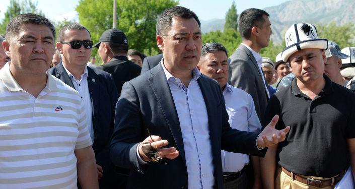 Президент Садыр Жапаров встретился с жителями села Ак-Сай Баткенского района Баткенской области. 28 мая 2021 года