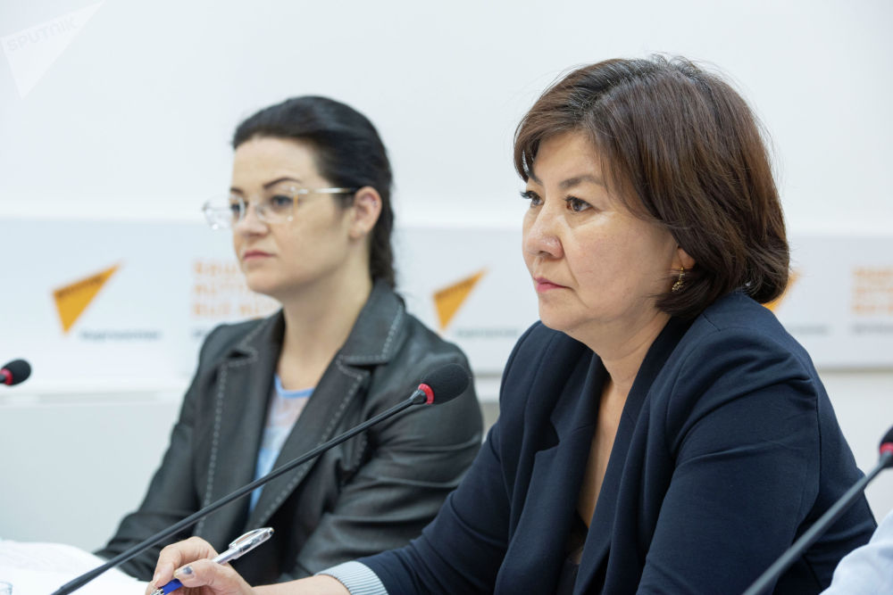 Заместитель главного врача по Госсанэпидзору Айнагуль Рыскулбекова во время круглого стола в пресс-центре Sputnik Кыргызстан