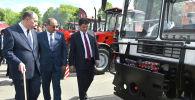 Председатель кабинета министров Улукбек Марипов посетил Минский тракторный завод в столице Беларуси