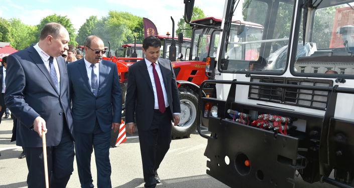 В рамках рабочей поездки в город Минск Республики Беларусь Председатель Кабинета Министров Кыргызской Республики Улукбек Марипов посетил Минский тракторный завод.