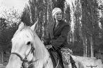 Актриса Таттыбубу Турсунбаева, в роли Уркуи во время советского фильма  Поклонись огню снятый на киностудии Киргизфильм режиссером Толомушем Океевым. 1971 год