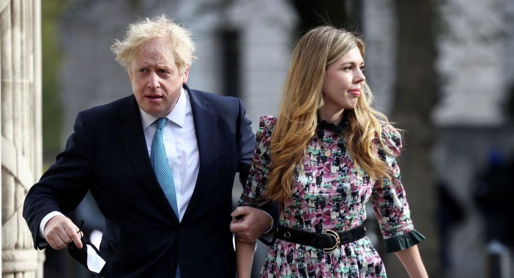 Премьер-министр Великобритании Борис Джонсон с невестой Кэрри Саймондс. Архивное фото