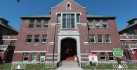 Здание бывшей школы для индейцев в Камлупсе, на территории которой были обнаружены останки 215 детей, Канада