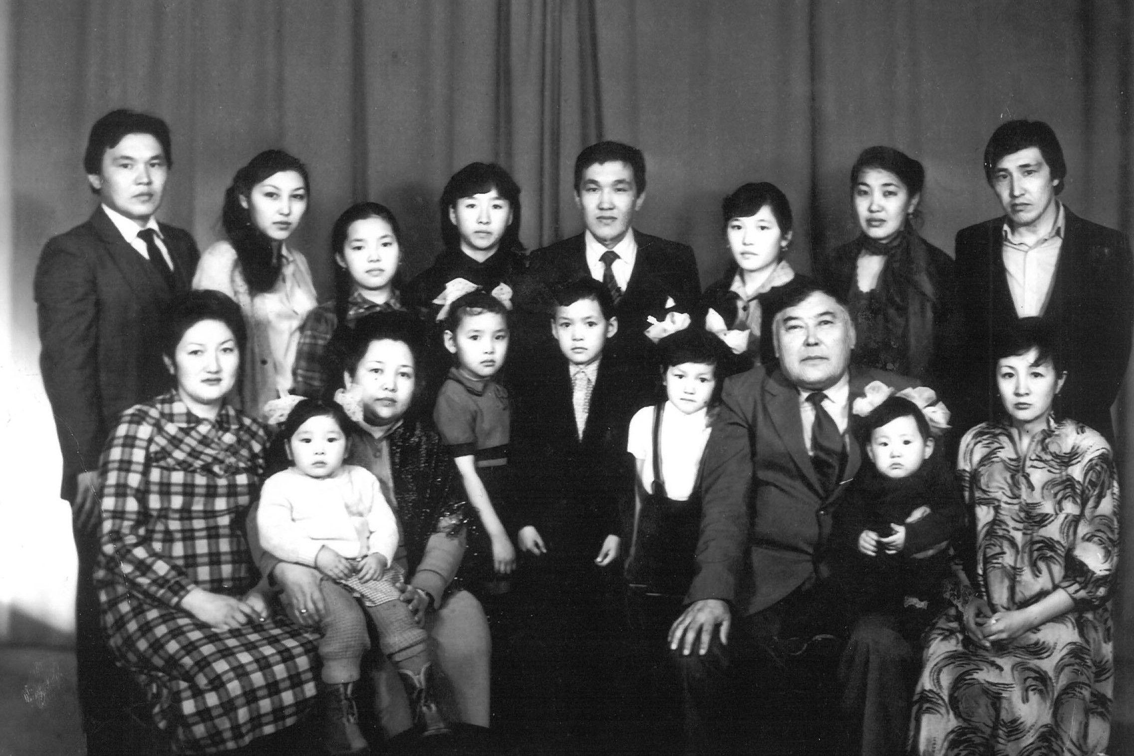 Актер, Народный артист КР Орозбек Кутманалиев с семьей и близкими