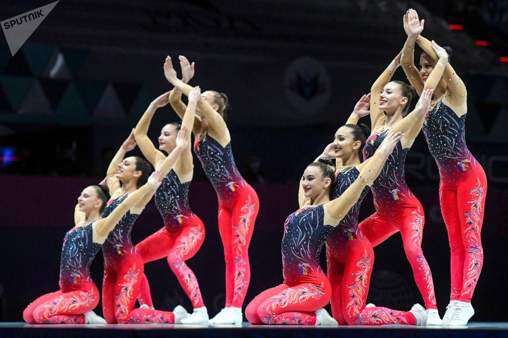 Спортсменки команды Румынии выступают на чемпионате мира по спортивной аэробике в Баку (Азербайджан)