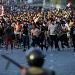 Столкновения демонстрантов с силами безопасности во время антиправительственной акции протеста в Багдаде (Ирак). 25 мая 2021 года