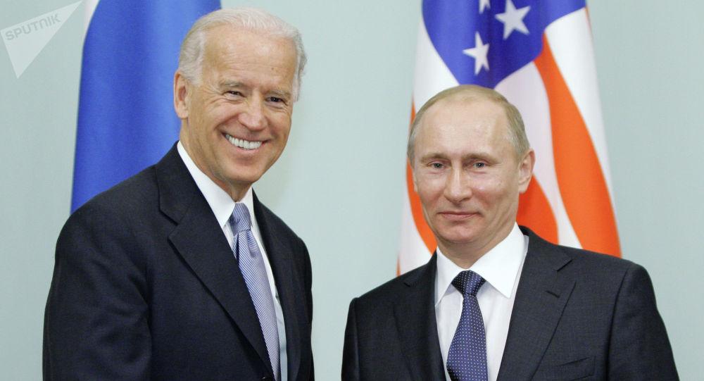 Россия президенти Владимир Путин жана АКШ президенти Жозеф Байден. Архивдик сүрөт