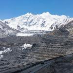 Самосвал горнодобывающей компании Kumtor Gold Company на месторождении Кумтор в Иссык-Кульской области Кыргызской Республики.