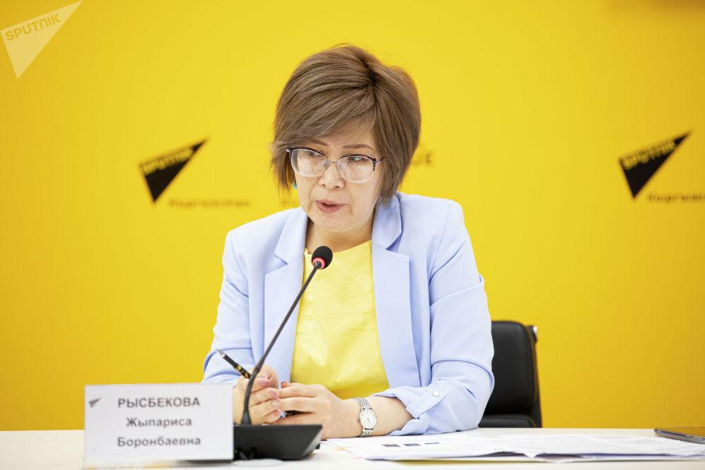 На брифинге в пресс-центре Sputnik Кыргызстан она ответила на вопросы журналистов о планах по защите прав несовершеннолетних