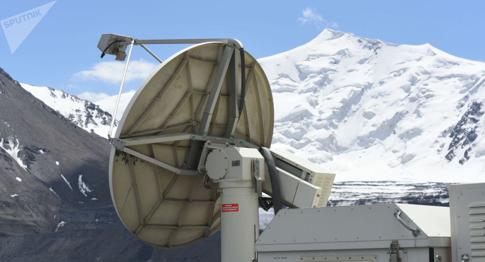 Кумтөр кендеги алтын казуучу фабриканын аймагындагы спутник антеннасы
