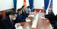 Кыргызстандын тышкы иштер министри Руслан Казакбаев Тажикстандын Кыргызстандагы элчиси Назирмад Ализоданы кабыл алды