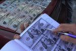 Бишкек шаарында 1000 доллар пара алып жаткан учурда милициянын улук сержанты кармалды