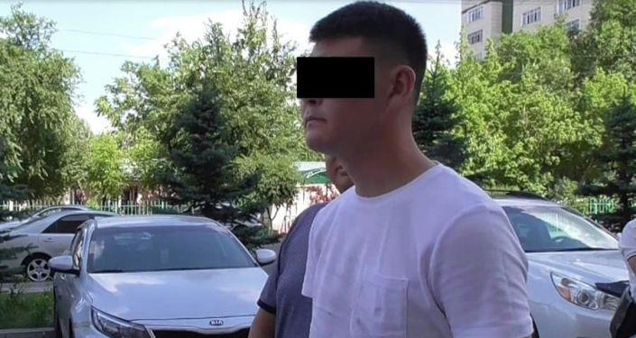 Старший сержант МВД задержан при получении взятки в размере 1000 долларов в Бишкеке
