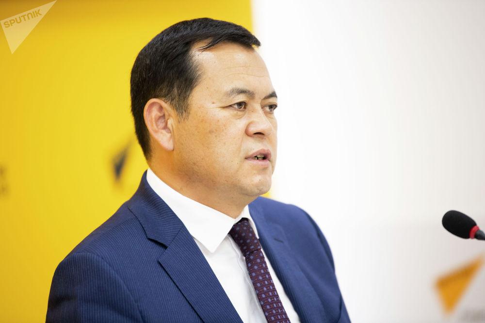 Председатель Фонда управления государственным имуществом (ФУГИ) Мирлан Бакиров на брифинге в мультимедийном пресс-центре Sputnik Кыргызстан