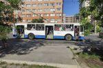 Бишкекте жүргүнчүлөр менен троллейбус