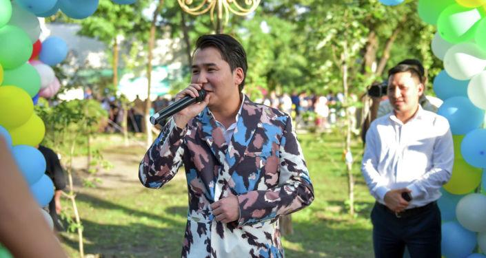 Мирбек Атабеков на церемонии открытия нового сквера в Бишкеке на пересечении улиц Сухэ-Батора и Юнусалиева в 6-м микрорайоне