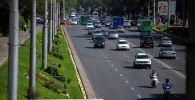 Автомобили на улице Байтик Баатыра в Бишкеке. Архивное фото