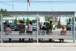 Жители Бишкека на одной из остановок. Архивное фото