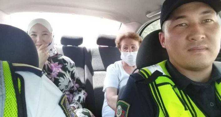 Сотрудники УПСМ подвозят горожан во время забастовок водителей маршрутного такси
