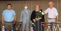 Избранная ректором КГМА Индира Кудайбергенова (вторая слева)
