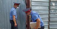 Милиция кызматкерлери Сапат билим берүү мекемесинин дайынсыз болуп жаткан жетекчиси Орхан Инандыны издөө учурунда