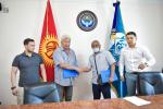 Подписание договора о поставке не менее 350 автобусов японской марки ISUZU в Бишкеке