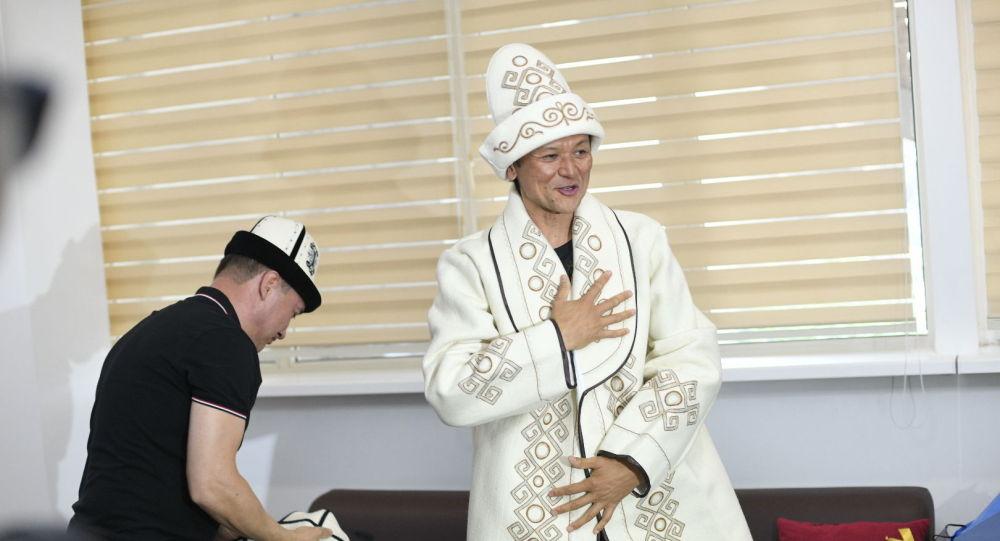 Эверестке чыккан кыргызстандык Эдуард Кубатов Бишкекке учуп келди.