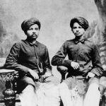 Индийский политический и общественный деятель Махатма Ганди с братом, 1886 год